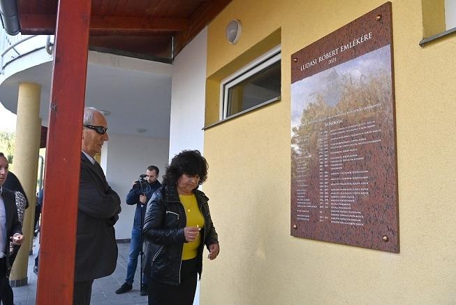 Emléktáblát avattak Ludasi Róbert tiszteletére Csepelen