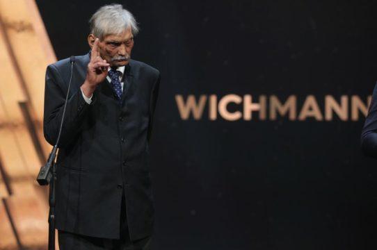 Wichmann Tamás megható díjazása, Kiss Péter az év legjobbja